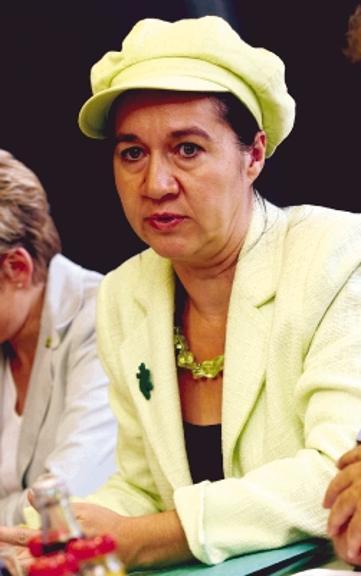 Die Grünen setzen wie 2004 auf <b>Martina Zsack-Möllmann</b>. - 728922108-52145d39-5ac7-4fb6-828b-4bd14e3bd81b-0-O6a7