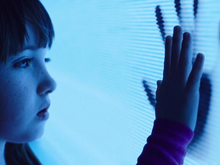 Madison (Kennedi Clements) im Kontakt mit dem Poltergeist. Foto: 20th Century Fox
