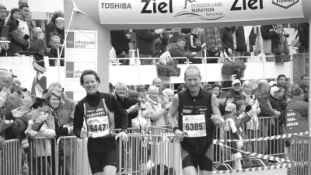 Auf dem Weg zur Deutschen Mannschaftsmeisterschaft im Ultra-Marathon:  Harald Willms (links)