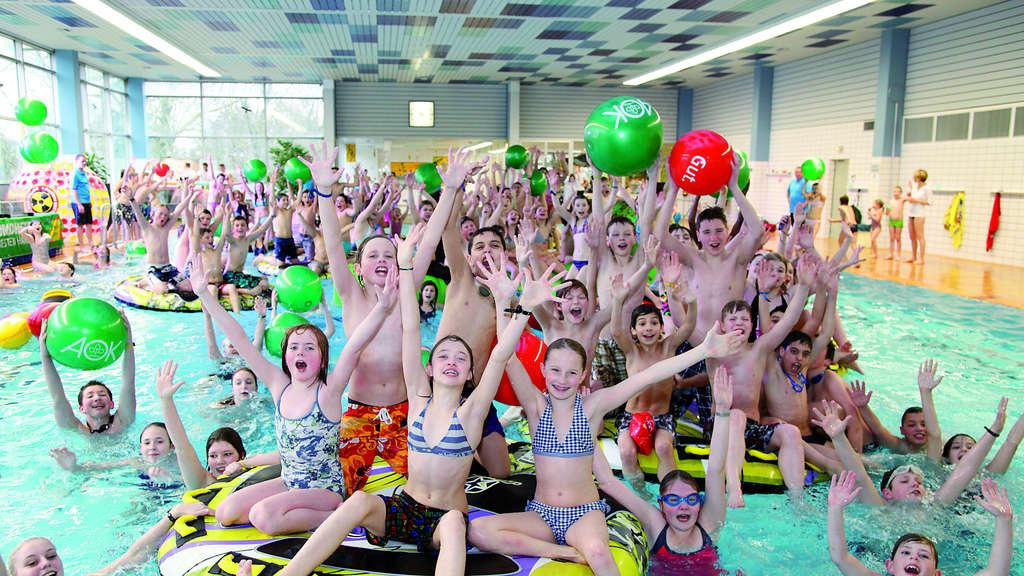 Wasserspiele Und Tolle Wettkämpfe