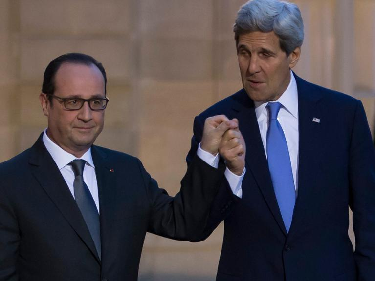 kerry-hollande-dpa