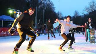 Ittertal: Ice-Party mit bunten Lichtern und Musik