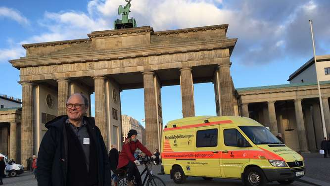 Solinger Mediziner demonstriert vor Brandenburger Tor