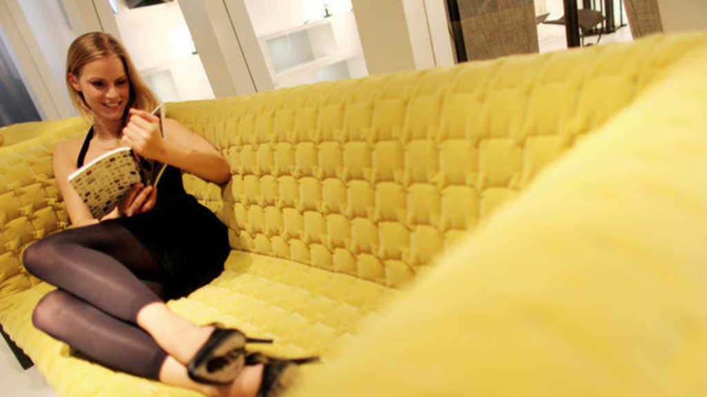 Wohnzimmer einrichten: Dieser Ort sollte für Ihr Sofa tabu ...