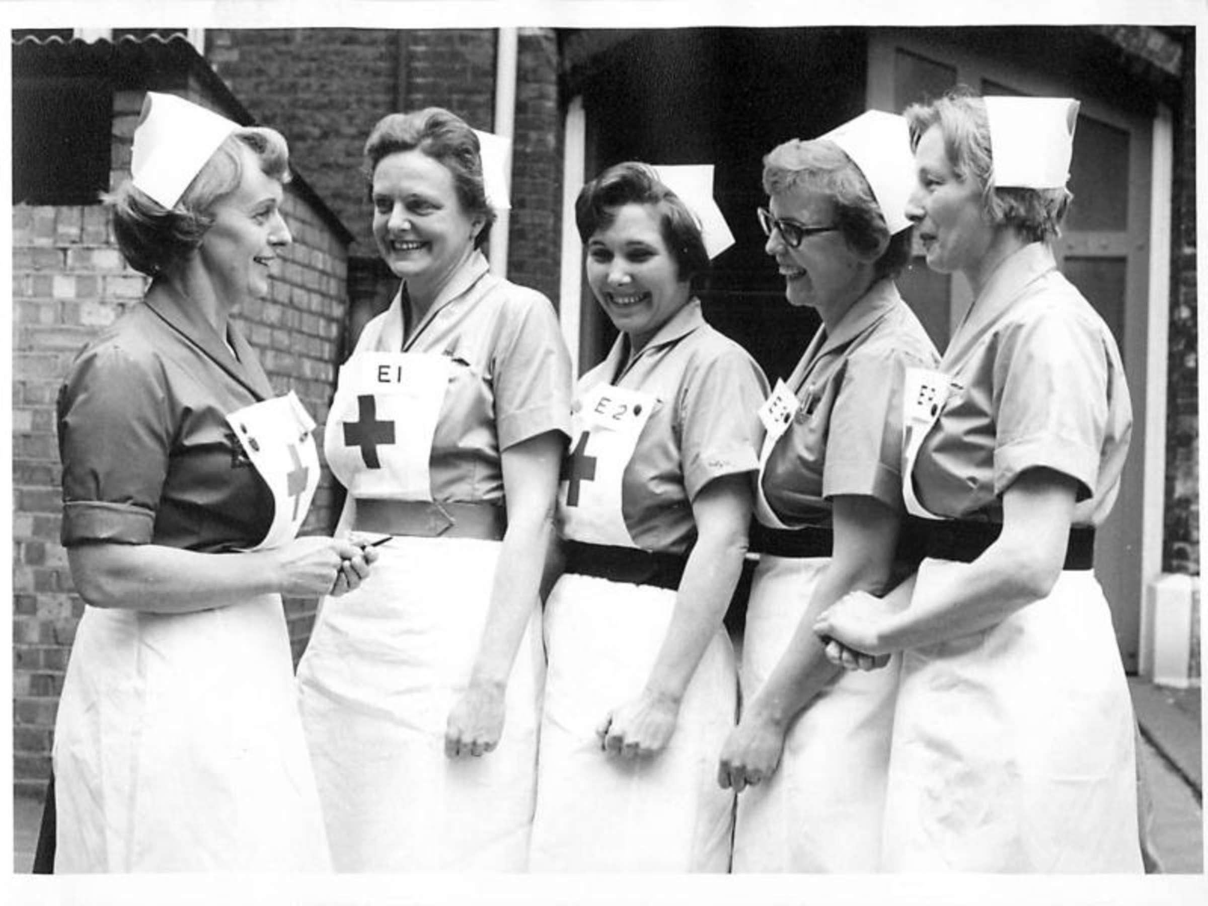 Herzogin Kate würdigt Britisches Rotes Kreuz | Leute